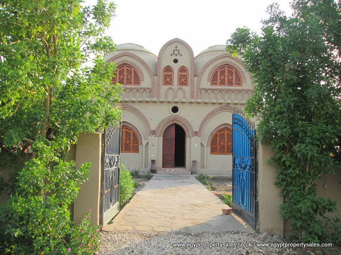 WB1714S Enjoy your time in this Nubian and Arabesques villa for sale with domes in Egypt, Luxor