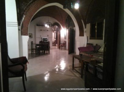 WB02S Beautiful two level Dome house 3 minutes walk from Medinet Habu Luxor