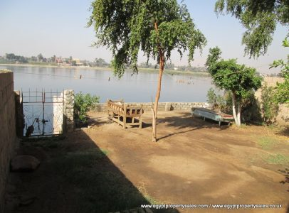 EB533S 80,000 Euro for 3 bedroom apt with private mooring & jetty in Luxor