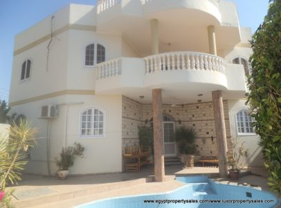EB1809R Luxury villa with swimming pool for rent in Luxor city