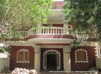 WB0314S Three storey villa for sale with driveway in Luxor