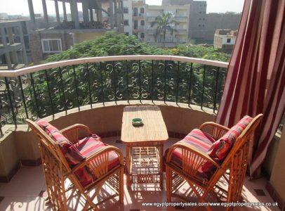 EB1729R Superior 3rd floor apartment with heated pool Movenpick road Luxor
