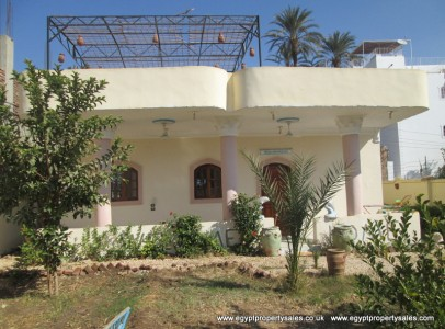 WB0350S 2 bedroom house with spacious garden and parking facilities in Luxor
