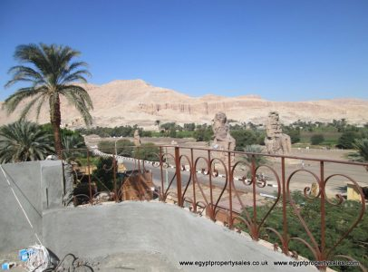 WB1321S Apartment building with 3 floors opposite Colossi of Memnon for sale
