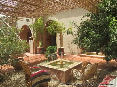 WB7115R A bungalow domed villa with fountain and Bedouin & Nubian style