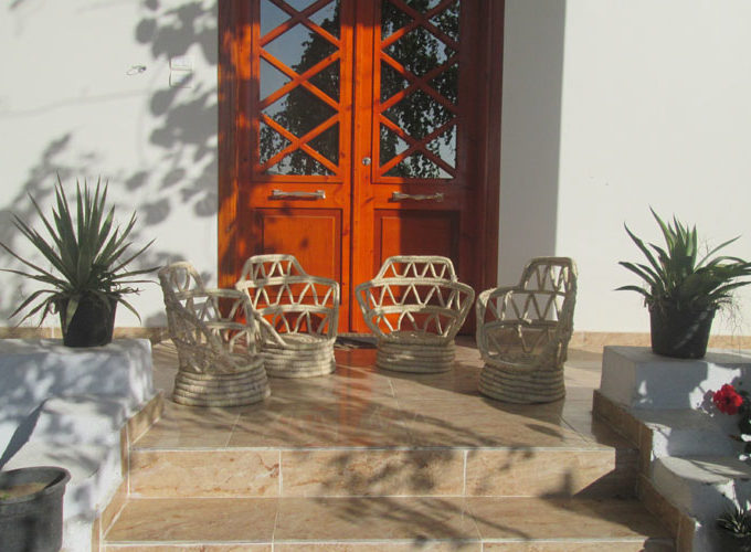 WB1912R Modern house for rent in Luxor with two bedrooms, amazing garden, and nice views