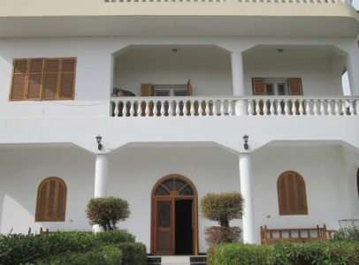 WB471R Very spacious first floor 2 bedroom apartment for rent in Gezira Luxor