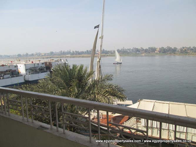 EB2424R First floor 3 bedroom apartment for rent Nile front in Luxor Sheraton Hotel st