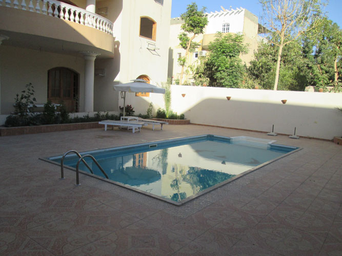 WB080R Two bedroom apartment with a private terrace and swimming pool in Ramla
