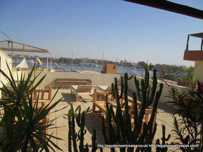 WB25R First floor 2 bedroom apt Nile views roof garden with Tent Ramla