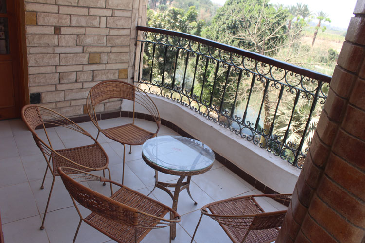 WB519R Second floor 3 bedroom apartment in Esba West bank Luxor