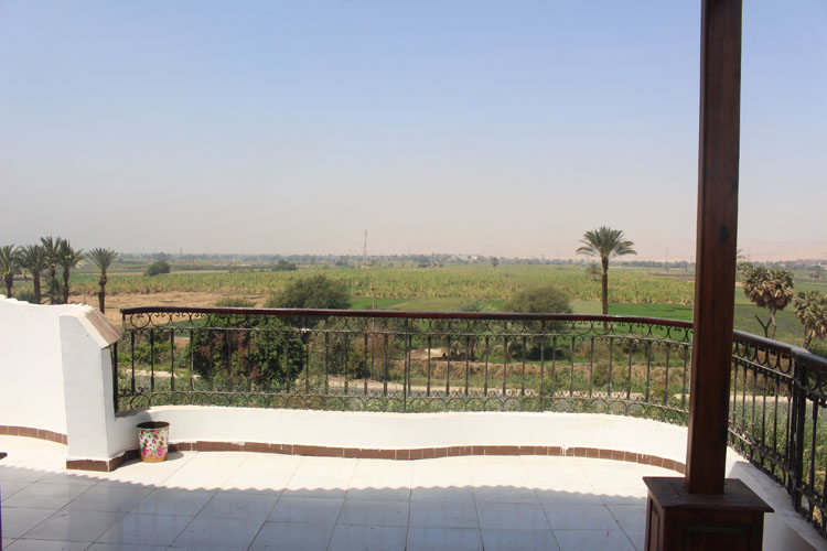 WB517R Ground floor 2 bedroom apartment in Esba West bank Luxor