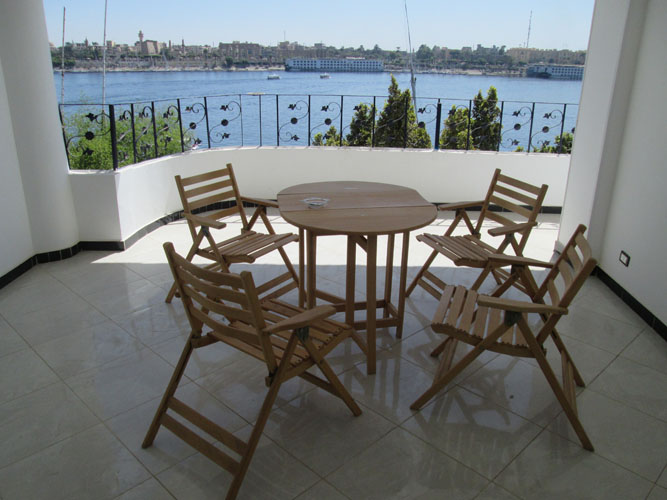 WB1864R Nile front apartment facing Luxor Temple for rent in Luxor