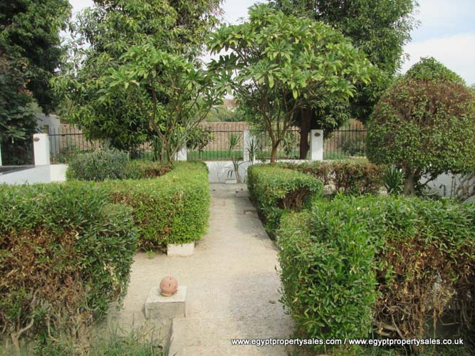 WB470R Spacious ground floor apartment with private garden for rent in Gezira