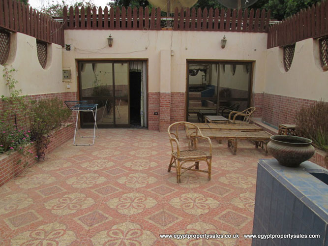 EB08111R Duplex apt's with private roof terrace for rent in Awamia Luxor